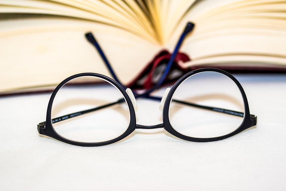 Le port des lunettes: un accessoire à la fois à la mode et pour la santé
