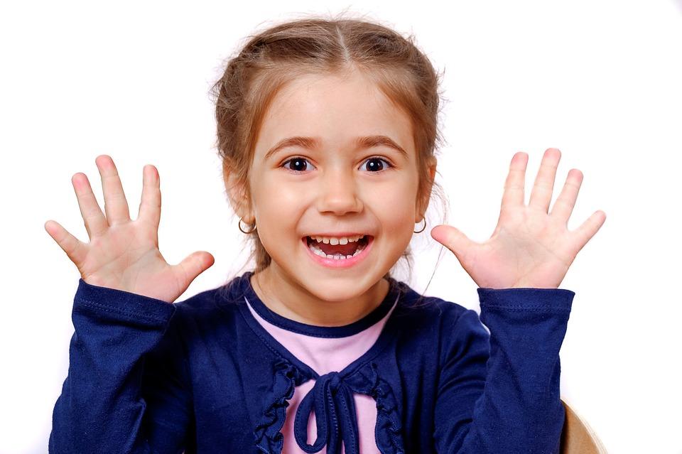 Peut-on savoir rapidement si un enfant est droitier ou gaucher?