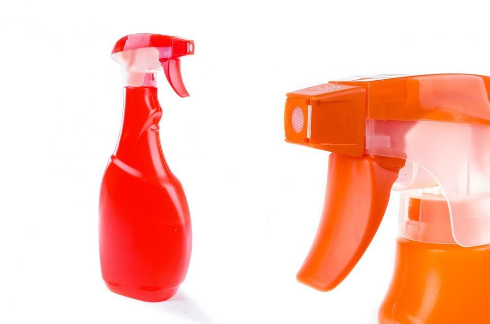 Un désinfectant multi-usage à base d'huile essentielle de citron